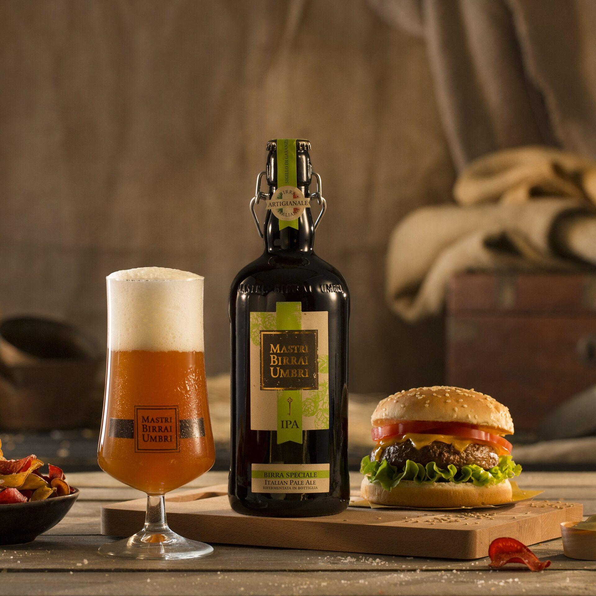 birra mastri birrai umbri IPA con hamburger